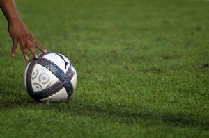 Le Gabon rendra hommage au joueur Brou Apanga, décédé en plein entraînement