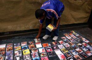 Le président guinéen promet un soutien aux artistes africains dans leur guerre contre la piraterie
