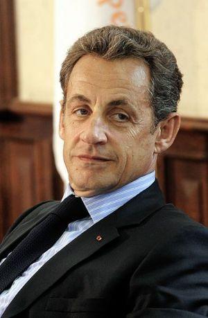 """France / présidentielle: Sarkozy souhaite """"bonne chance"""" à Hollande qui """"doit être respecté"""""""