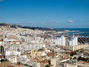 Algérie: la crise internationale du pétrole a enrhumé l'économie algérienne en 2015