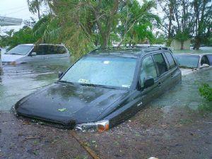 Inondations dans une zone industrielle d'Abidjan suite à une pluie diluvienne