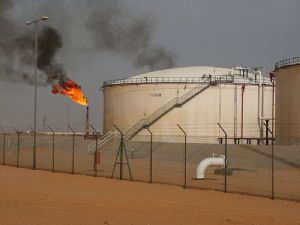 Algérie : Les travailleurs algériens de sociétés pétrolières étrangères menacent de recourir à la grève pour disparités