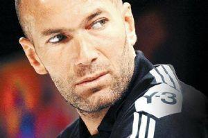 Football : Zidane pour succéder à Deschamps