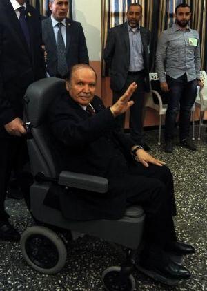 Algérie: Le Président Bouteflika a quitté la France après des soins