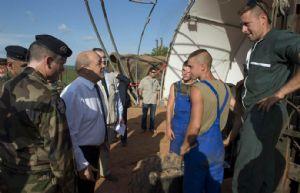 Sangaris : Visite du ministre de la Défense