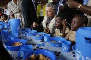 José Mourinho, ambassadeur du PAM contre la faim, rencontre les enfants victimes de la crise en Côte d'Ivoire