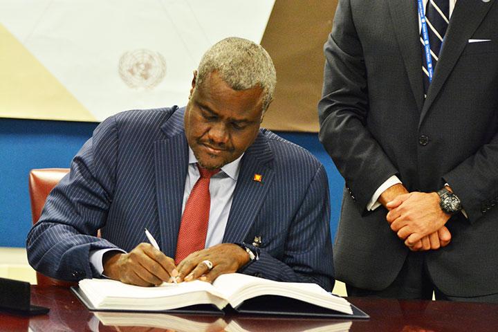Moussa Faki Mahamat demande à traduire en justice les auteurs de la vente de migrants africains subsahariens en Libye