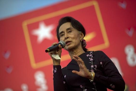 Birmanie: Aung San Suu Kyi veut organiser le retour au pays desréfugiés Rohingyas