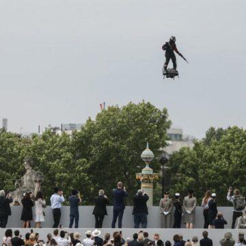 Francy Zapata, l'homme volant du 14 juillet, s'attaque à un autre défi sportif !