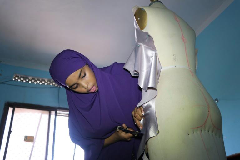 Reportage/Somalie: De jeunes stylistes tentent d'imposer leur griffe à Mogadiscio