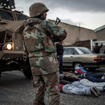 Reportage/L'armée sud-africaine en action contre les gangs du Cap