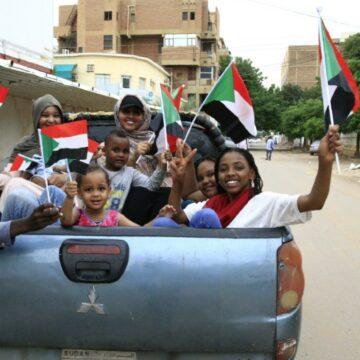 Soudan: Militaires et contestation signent un accord historique vers un pouvoir civil