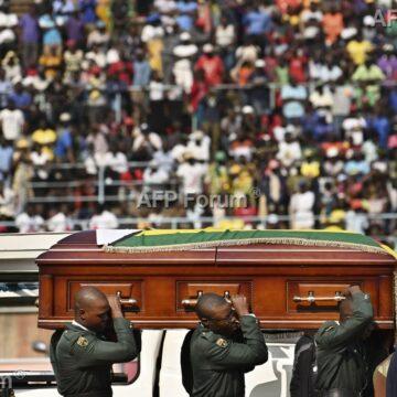 Hommage à l'ex-président Robert Mugabe ce lundi dans son village natal