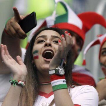 Après l'immolation d'une supportrice iranienne, la FIFA relance le débat sur l'accès des femmes au stade