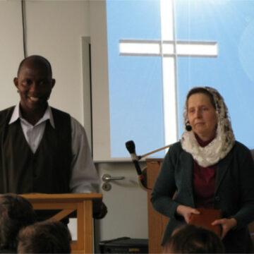 Qui se cache derrière le pasteur nigérian qui a «adopté» 4.000 enfants réfugiés de Boko Haram