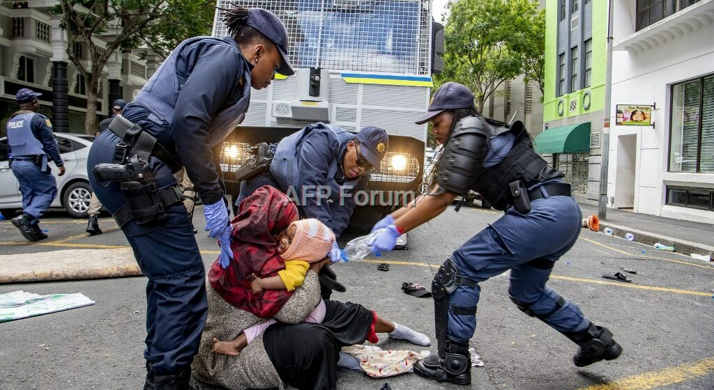 Afrique du Sud: Des demandeurs d'asile évacués, une centaine d'arrestations