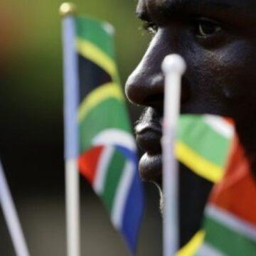 Afrique du Sud : 30 ans après l'apartheid l'écart entre les salaires entre les Noirs et les Blancs n'a jamais été aussi grand