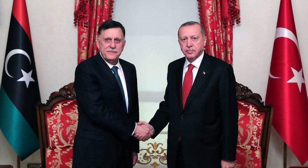Signature d'un un accord militaire entre le gouvernement d'union nationale  et Ankara