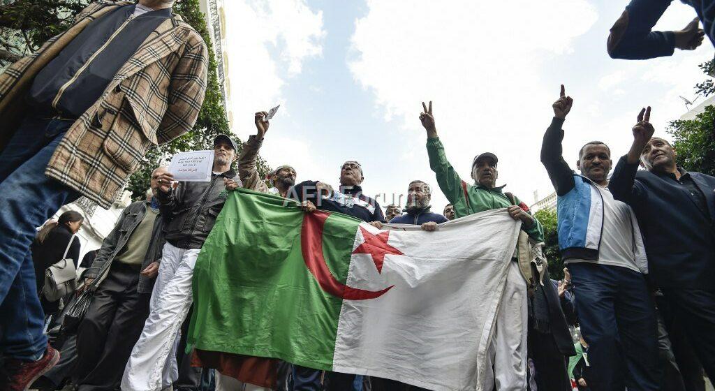 Algérie: Des étudiants manifestent contre la présidentielle prévue le 12 décembre