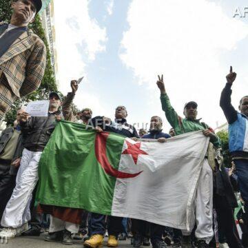 Algérie: le «Hirak» manifeste toujours dans rue malgré les libérations de détenus