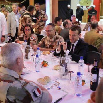 Emmanuel Macron à Abidjan pour parler terrorisme et fêter la Noël avec les forces françaises