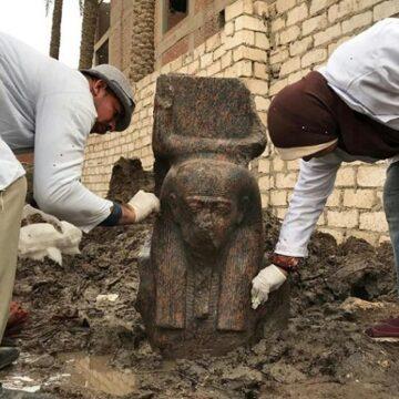 Une inédite statue de Ramses II, sortie de terre à l'ouest du Caire