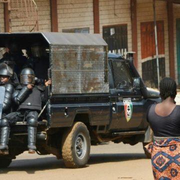 Guinée: la vidéo de policiers se servant d'une femme comme bouclier cause un tollé
