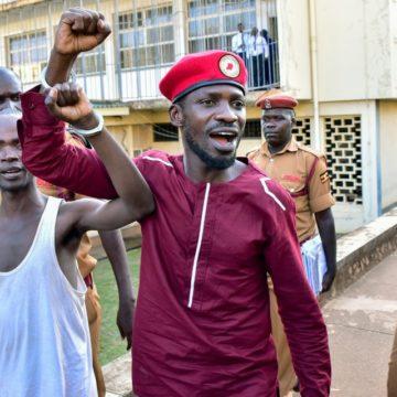 Ouganda: la police arrête l'opposant Bobi Wine lors d'une réunion publique