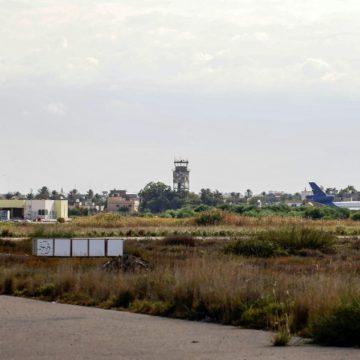 Libye: l'aéroport de Tripoli de nouveau fermé, réunion régionale à Alger