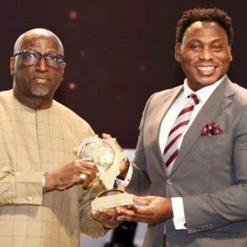 Muhammadu Buhari a nommé Daniel Amokachi, ancienne star des Super Eagles, ambassadeur du football nigérian