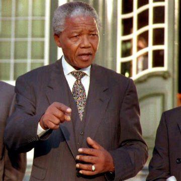 La non-reconnaissance de l'Apartheid par De Klerk comme « crime contre l'humanité » créé la polémique