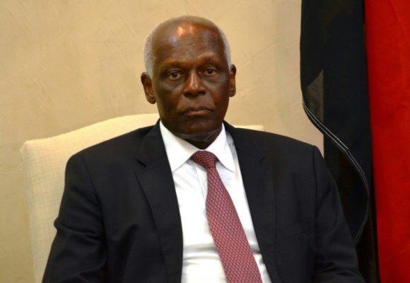 Angola: l'ex-président Dos Santos défend son fils et un ancien haut responsable