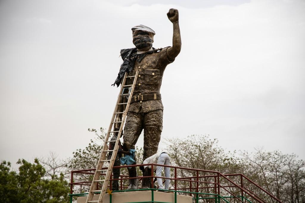 Statue de Sankara réinstallée